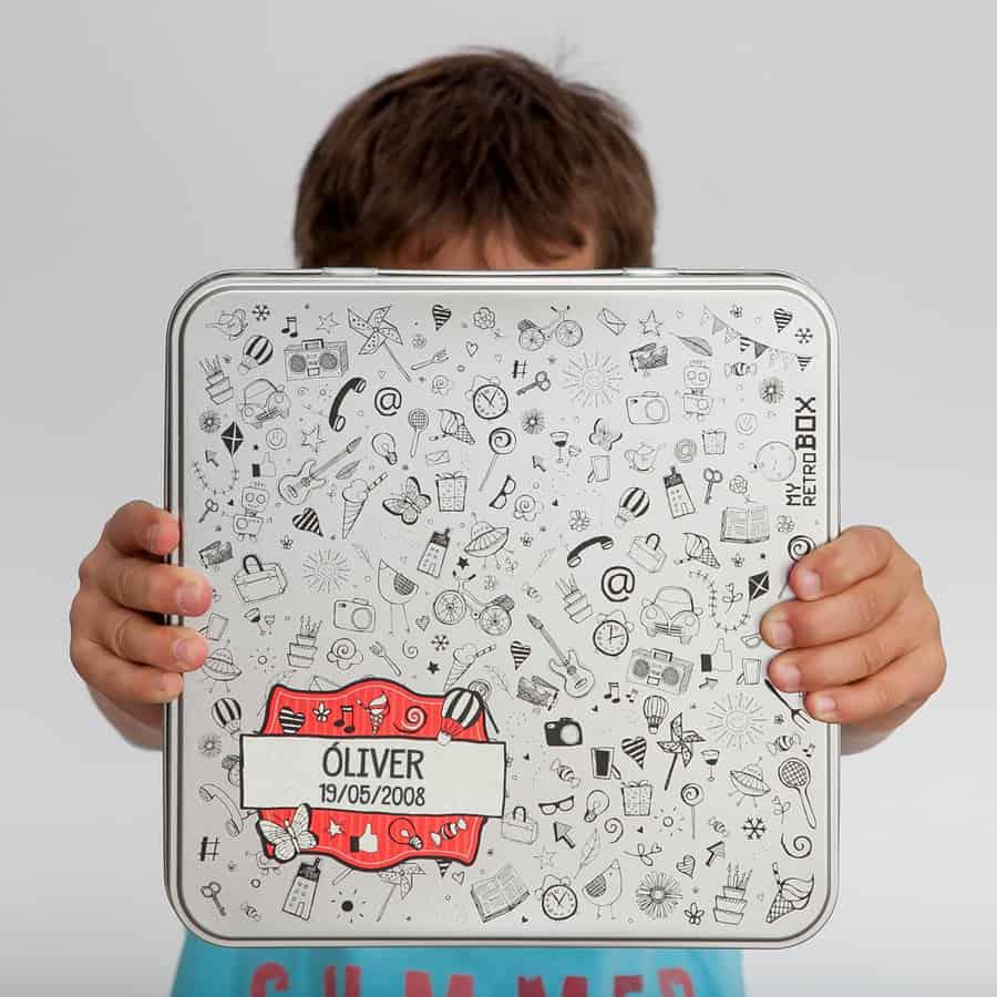 Cápsula del tiempo para niños y niñas Peque Retrobox: caja personalizada