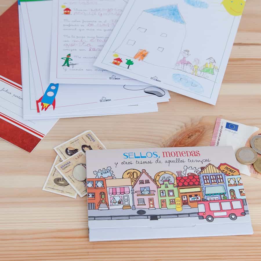 Cápsula del tiempo para niños y niñas Peque Retrobox: sobre para sellos y monedas