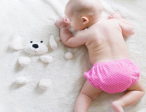 Guarda sus primeros gestos con nuestros regalos para bebés personalizados: Descubre la Baby Retrobox.