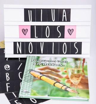 Libro de firmas Retrobox Sí Quiero con caja de letras