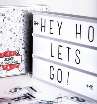 Retrobox Cumpleaños Feliz con caja de luz