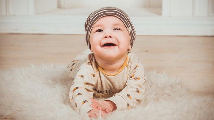 Nombres de bebé chico de moda en 2017